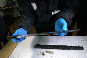 約2300年前の中国の墓から発掘された刀、保存状態が良く古代の輝きを放つ