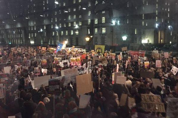 英でトランプ大統領の公式訪問中止を求める署名が150万人突破、大規模な抗議活動も