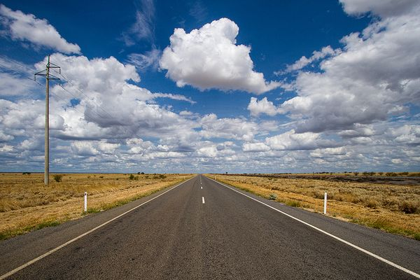 豪で12歳の少年が車で1300キロの道のりを運転、その後警察に拘束される