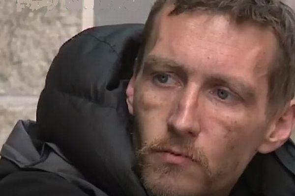 英自爆テロで、現場に駆けつけ負傷者を助けたホームレスたちがヒーローに
