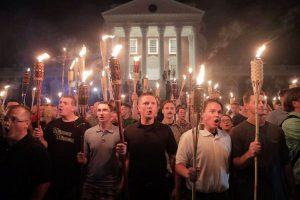 「僕の人生は終わった」白人至上主義者の集会に参加した男性の身元が暴露される
