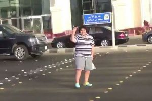 厳しすぎる?サウジで14歳の少年が路上でダンスを踊り逮捕