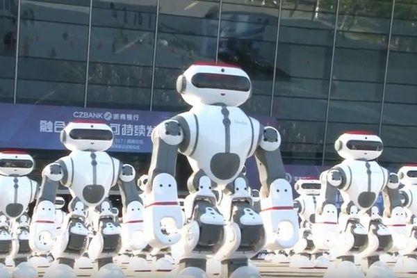 中国で1069体のロボットが同時にパフォーマンス、ギネスの新記録を達成