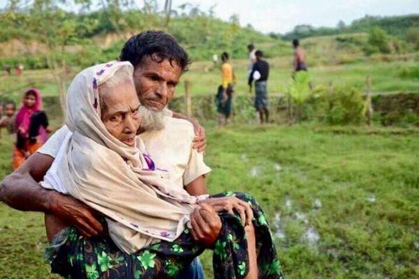 ミャンマー軍との戦闘でロヒンギャの人々が約400人死亡、3万8000人が避難