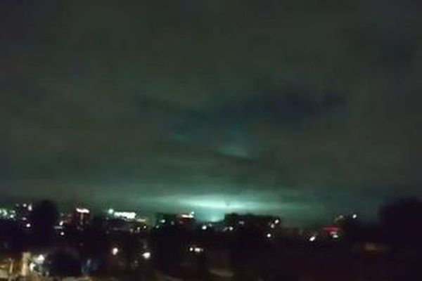 巨大地震の影響か?メキシコ上空に緑や青の不思議な光が複数出現【動画】