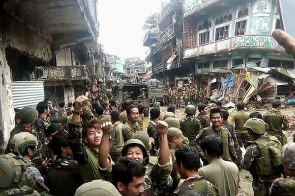 フィリピン政府がIS系武装勢力との戦闘で勝利宣言、街には多くの傷跡も