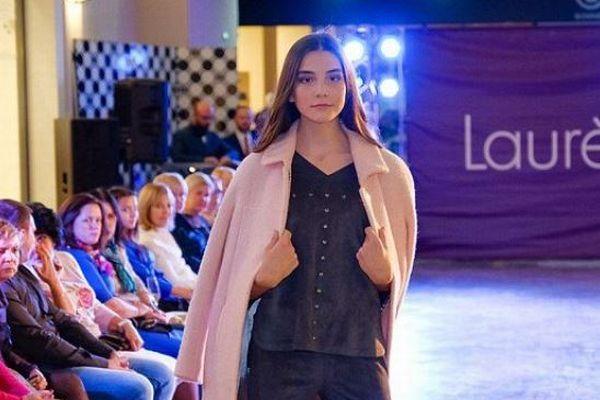 ロシアの美少女モデルが中国のファッションショーで死亡、13時間も舞台に立ち続ける