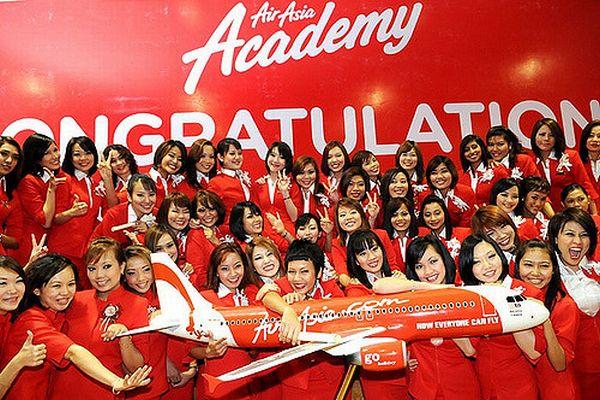 マレーシアの航空会社の制服が「セクシー過ぎる」として、政治家から批判される