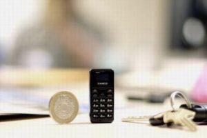 大きさはわずか4.7センチ、13グラムしかない世界一小さなモバイル・フォンが登場