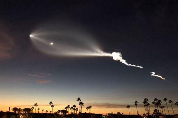 UFOか?巨大な幽霊か?米上空に不気味な光が出現し、住民が震え上がる