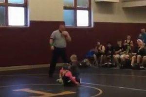 喧嘩していると思った弟、姉を救うためレスリングの試合に参戦する姿がカワイイ