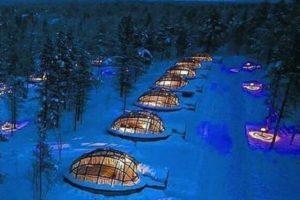 オーロラや星屑を見上げながら部屋で過ごせる、フィンランドのホテルが幻想的