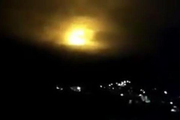 南米の上空で数分間も輝く不気味な光が、多くの住民によって目撃される