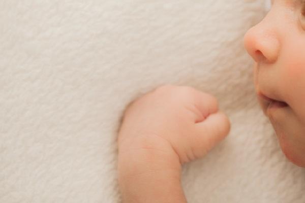 スペインで生まれた赤ちゃん、母親は11歳、父親はその兄であることが判明