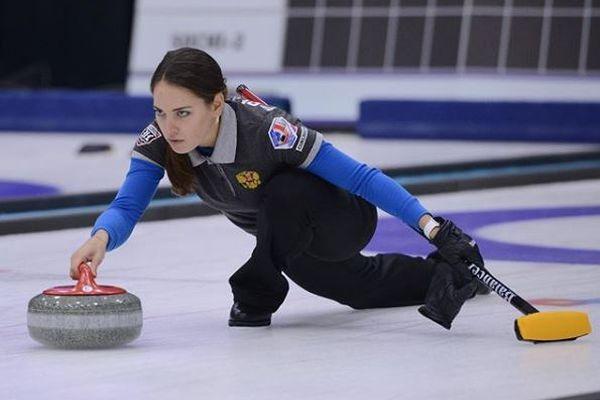 氷上での鋭い眼差し、ロシアのカーリング選手が美しすぎると海外で話題に