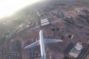 ドローンが旅客機に接近する危険行為が発覚、動画が公開され調査が進む
