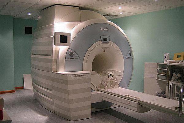 インドの病院でMRIの機器に男性が吸い寄せられて死亡、警察が医師らを逮捕