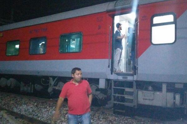 インドでエンジンが外された電車が13キロも暴走、幸い死傷者はなし