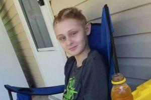 生命維持装置を外す前に意識を取り戻した少年、奇跡的な回復を遂げる