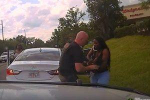 車内で突然呼吸が停止した子供、警察官の素早い対応が幼い命を救う