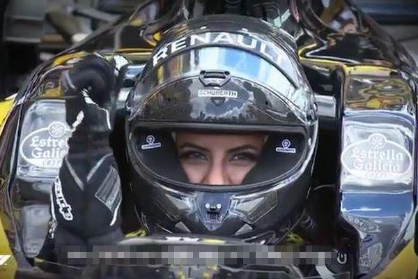 サウジアラビアの美しすぎる女性F1レーサー、母国での運転解禁を祝し疾走