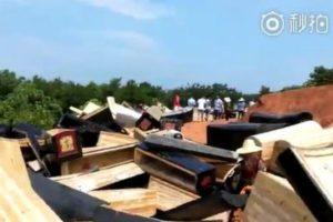 中国で新たな埋葬政策により「柩」を強制回収、ネット上でも批判が噴出
