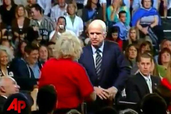 米共和党マケイン氏が死去、ネットでは大統領選挙時の映像が再び脚光を浴びる