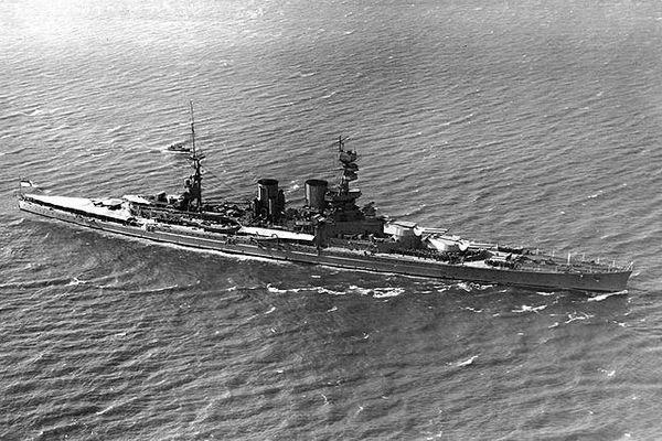 第2次大戦で沈没した英軍艦から、中国の海賊が金属を奪っているとして問題に