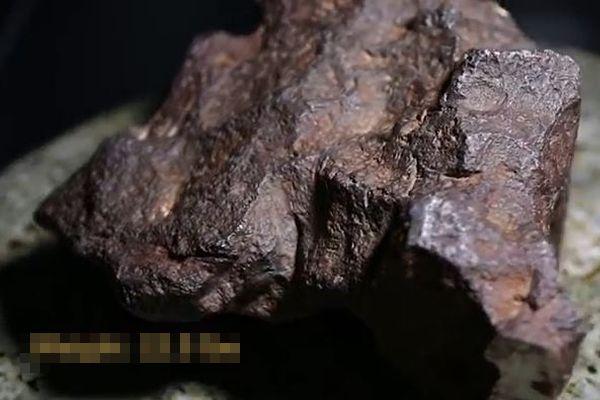 ドアを押さえるのに使っていた隕石、価値が1000万円と判明し所有者もびっくり