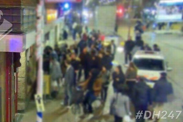 オランダの警察官もショック!意識を失った男性の救助中に群衆が動画を撮影