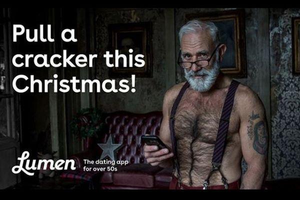 「イギリスで最もセクシーなサンタ」の広告、ロンドン交通局が禁止に