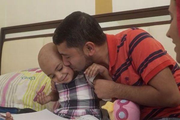 特殊な血液を持つ2歳の少女を救うため、世界規模で適合ドナーを捜索中
