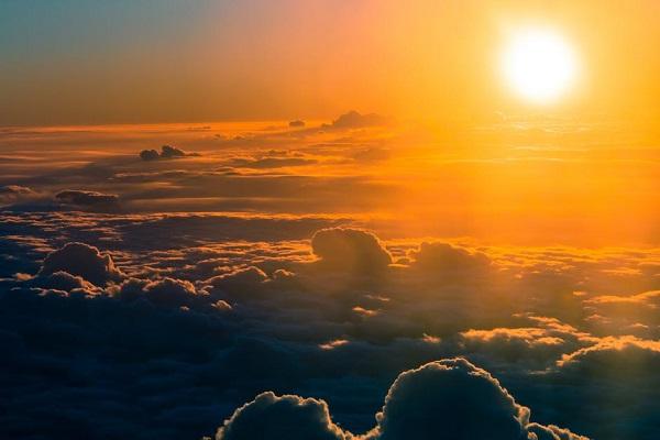 成層圏にスプレー?温暖化の進む地球の気温を下げるための画期的な案とは