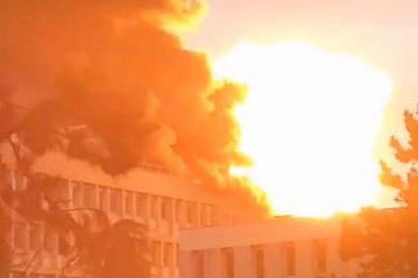 フランスの大学で大規模な爆発、巨大な火の玉が浮かぶ映像が恐ろしい