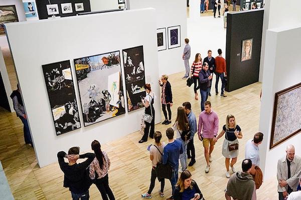 鑑賞者満員の美術展で、泥棒が正々堂々と2億円の絵画を持ち去る