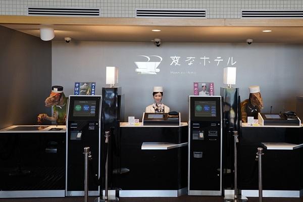 世界初のロボットホテル「変なホテル」、客からの苦情によりロボット従業員を解雇し話題に