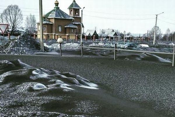 ロシアに黒い雪が降る?!町全体に広がる光景が異様すぎる【動画】