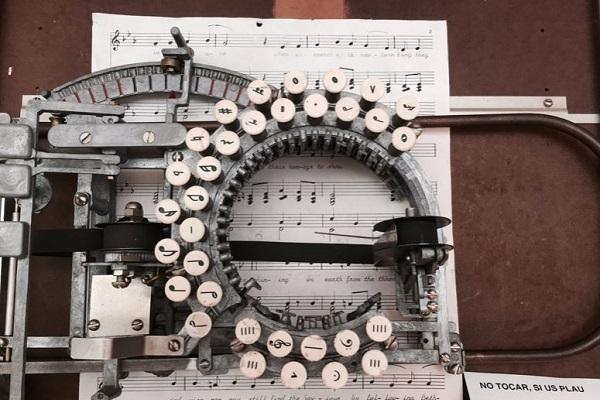 """まるでスチームパンクの世界!世にも珍しい""""楽譜用タイプライター""""がかっこいい"""