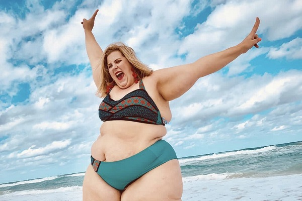 ビキニ姿のプラスサイズモデルを起用したブランドの写真が炎上騒ぎに…モデル本人も反応