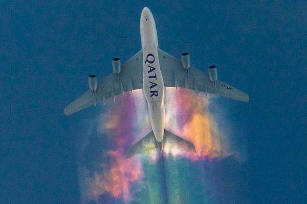 カタール航空の翼に虹がかかる!ドイツ上空で撮影された写真が美しい