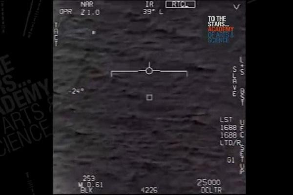 UFOとニアミスした米海軍のパイロット、今回初めて衝撃的な体験について明かす