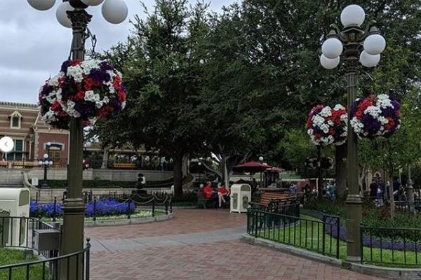 米のディズニーランドがゴーストタウンに?ガラガラの園内に観光客もびっくり