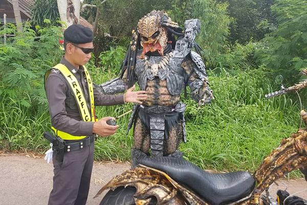 タイ・ムックダーハーン県のプレデター・ライダーが本格的すぎる