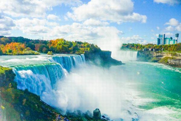 ナイアガラの滝から男性が落下、大きなケガを負わず奇跡的に助かる