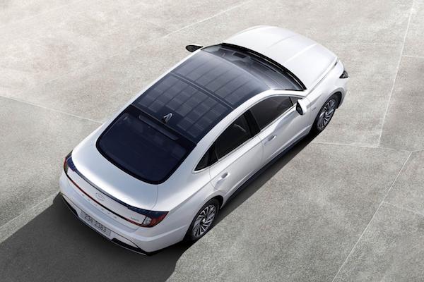 世界初、ヒュンダイが太陽光で充電する実用ハイブリッド車を発売