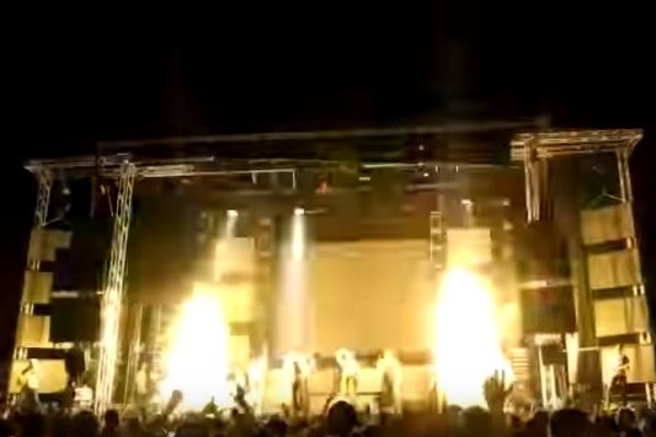 スペインでコンサート中に事故、花火のカートリッジが直撃し女性ダンサーが死亡