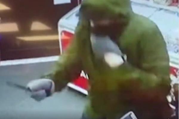 スーパーにナイフを持った強盗→11才少女が食パンを投げつけて追い払う