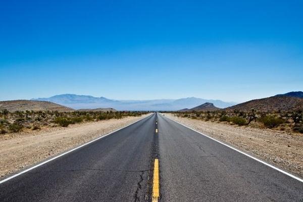 ネットで知り合った男に会うため、11歳の少年が300kmも車を運転し、保護される