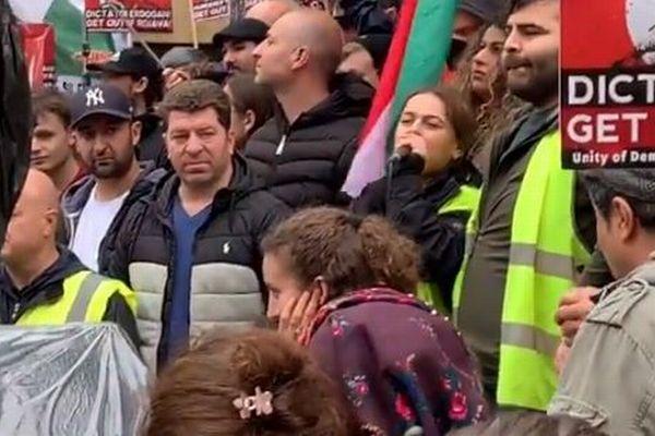 ヨーロッパでクルド人が、トルコの攻撃を非難しデモ行進を行う