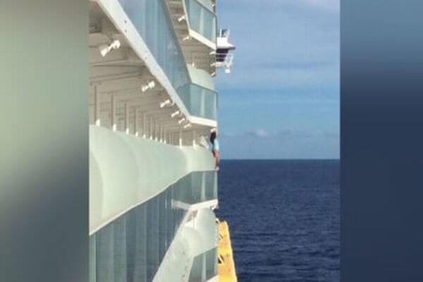 豪華客船で撮影のために危険行為に及んだ女性ら、乗船禁止となる